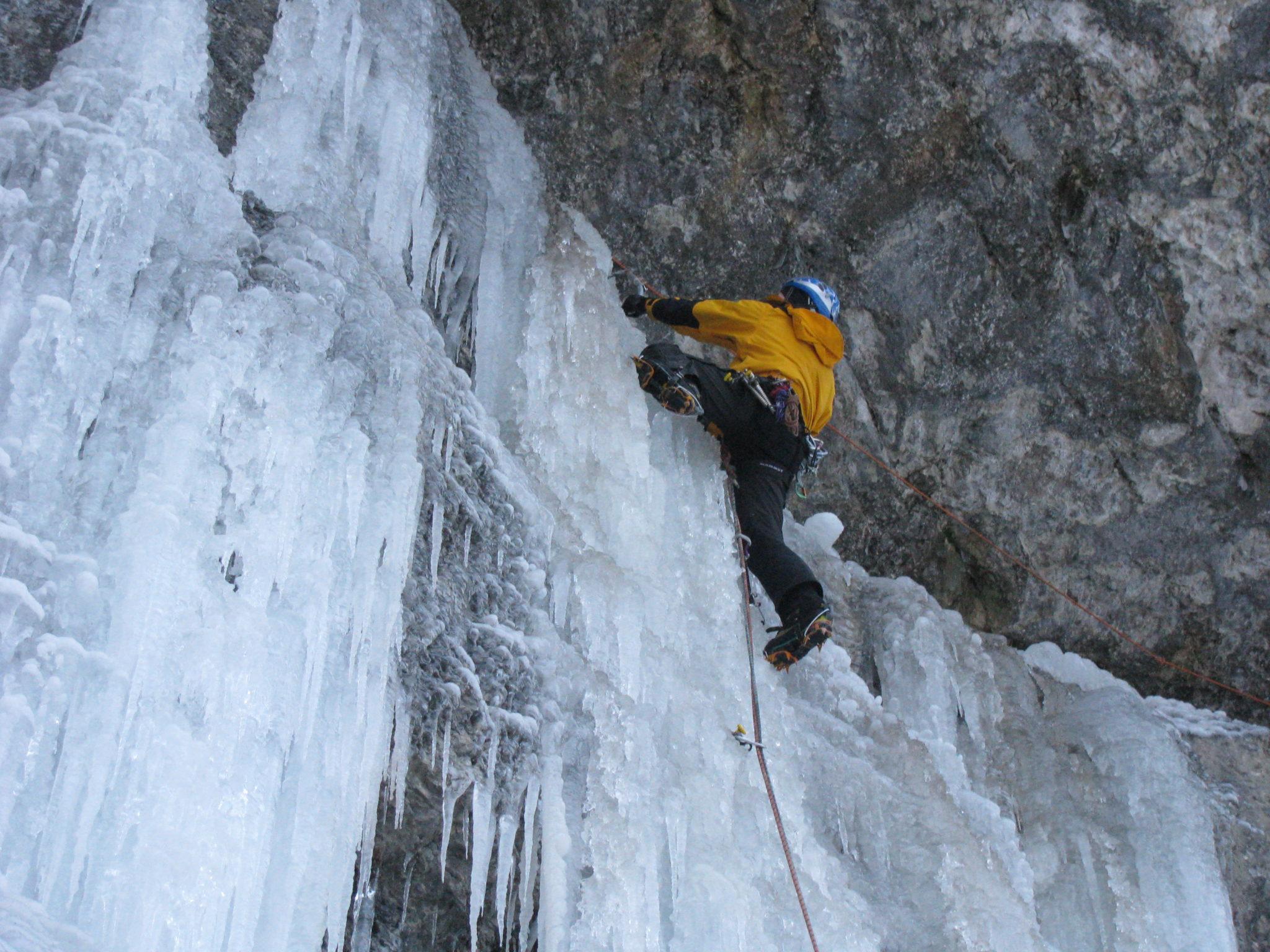 Eisklettern bei der Erlebniswelt Muotathal