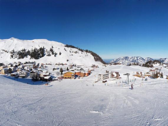 Blick vom Skigebiet auf Stoos